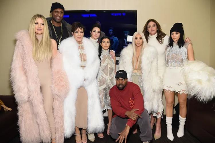 Kanye West bỏ theo dõi gia đình vợ trên Twitter