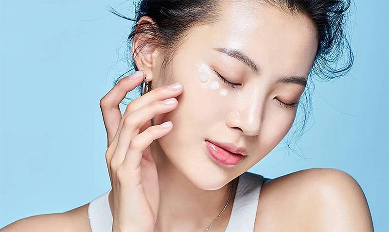 3 điều quan trọng chị em cần làm ngay để ngăn ngừa lão hóa, giảm nếp nhăn vùng đuôi mắt